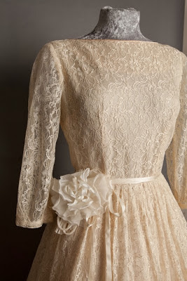 A guide to vintage lace wedding dresses- detail of vintage flower on 1950s lace