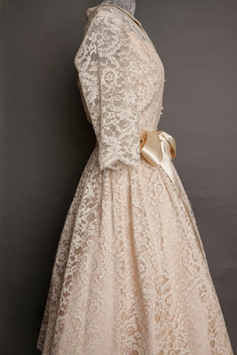 A guide to vintage lace wedding dresses, classic 1950s wedding dress side view with bow