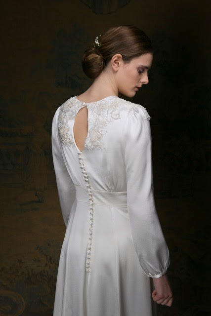 Vintage wedding dress with long sleeves and keyhole back