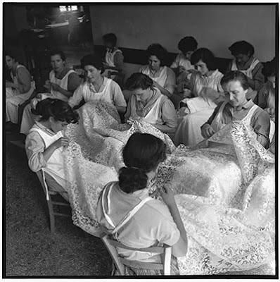 A guide to vintage lace wedding dresses, c Heavenly Vintage Brides, vintage wedding blog 2013
